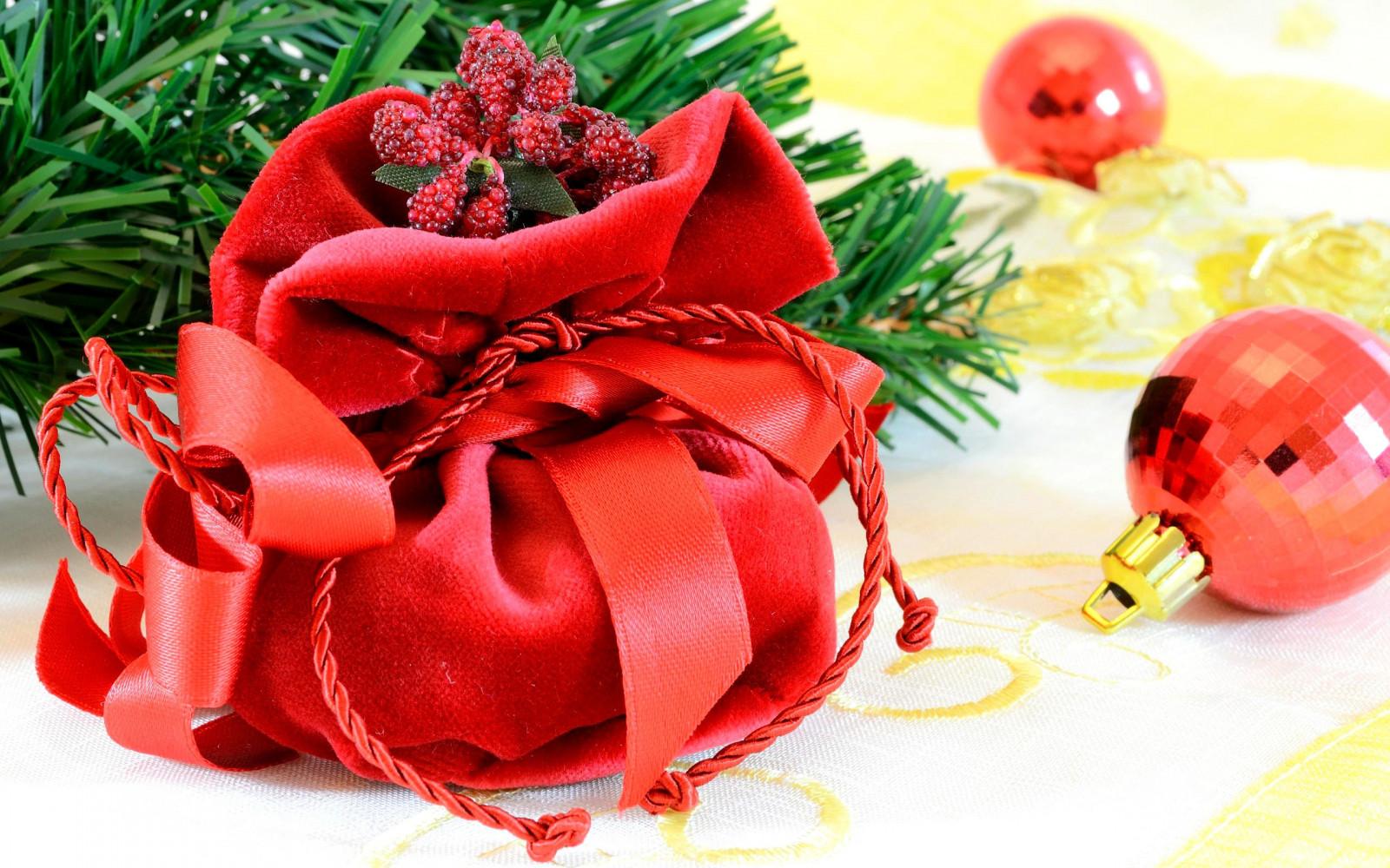 Wallpaper : leaves, rose, Christmas ornaments, New Year, bag