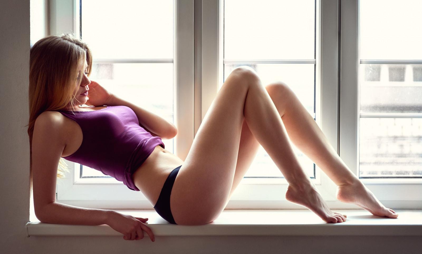 Wallpaper : redhead, long hair, legs, sitting, black hair ...
