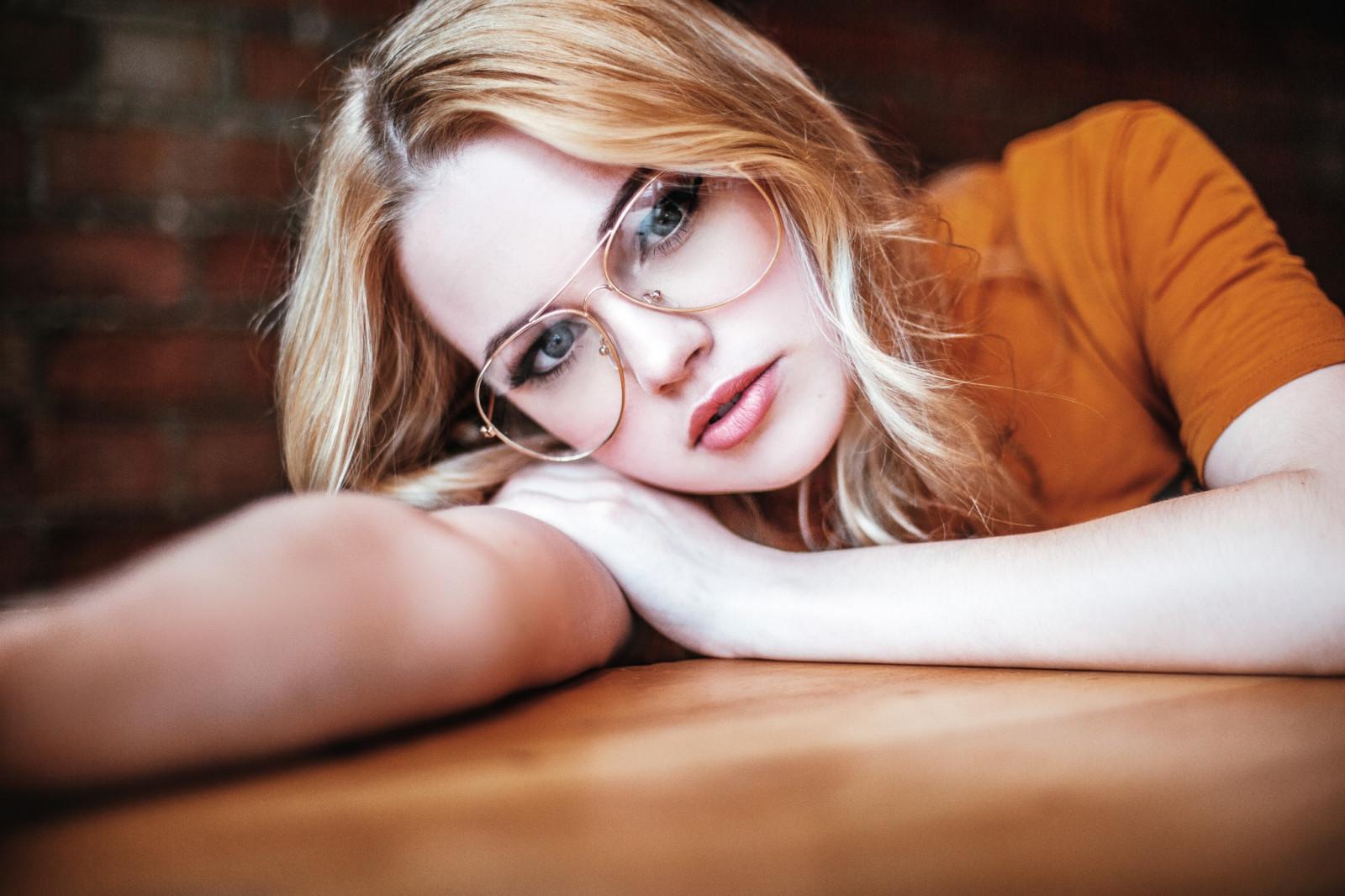 приятная в очках - 3