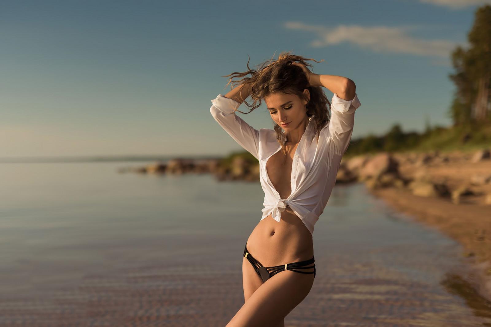 Sfondi luce del sole donne mare occhi chiusi - Bagno di luce capelli ...
