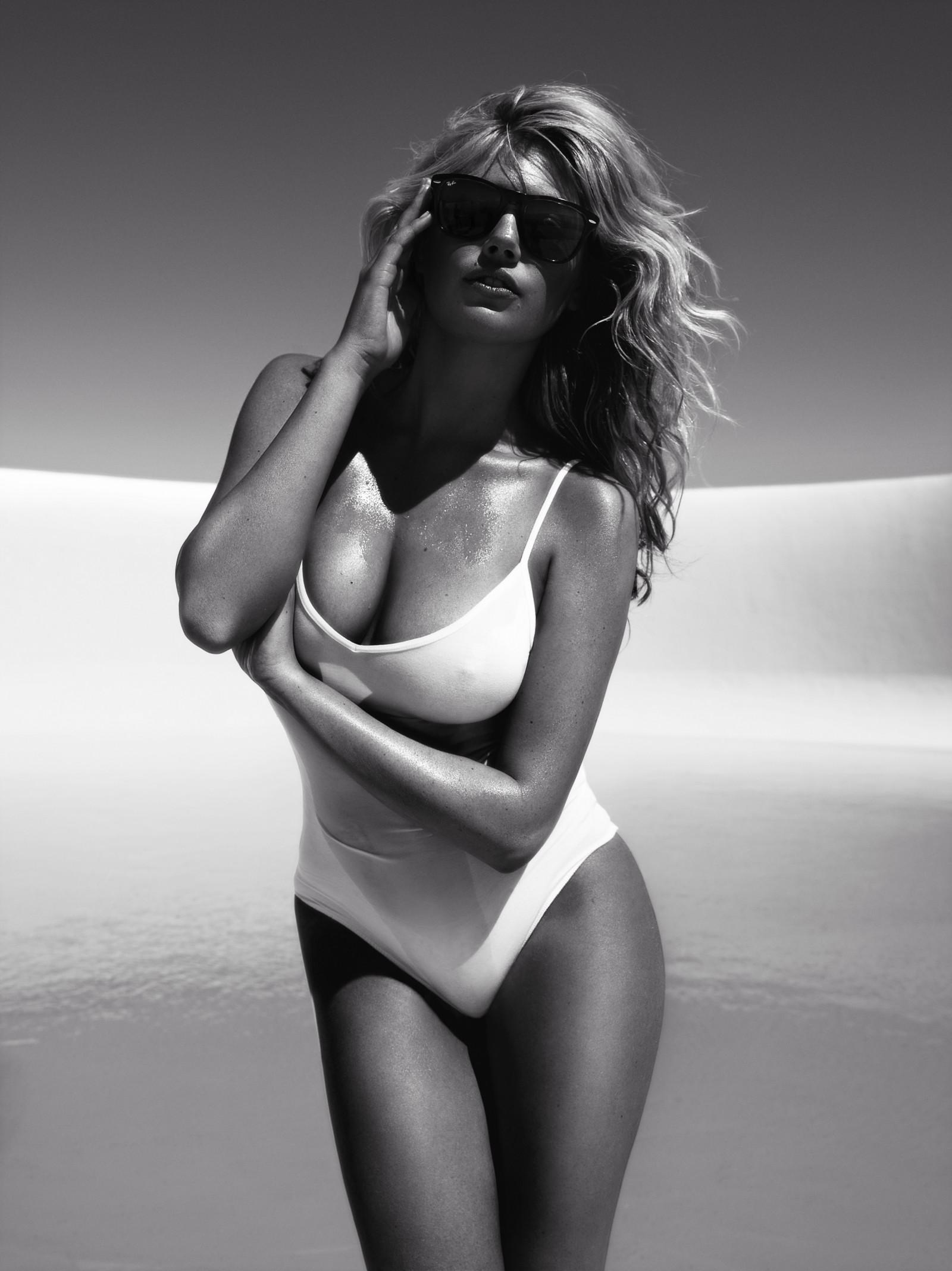 Topless women supermodels — photo 1