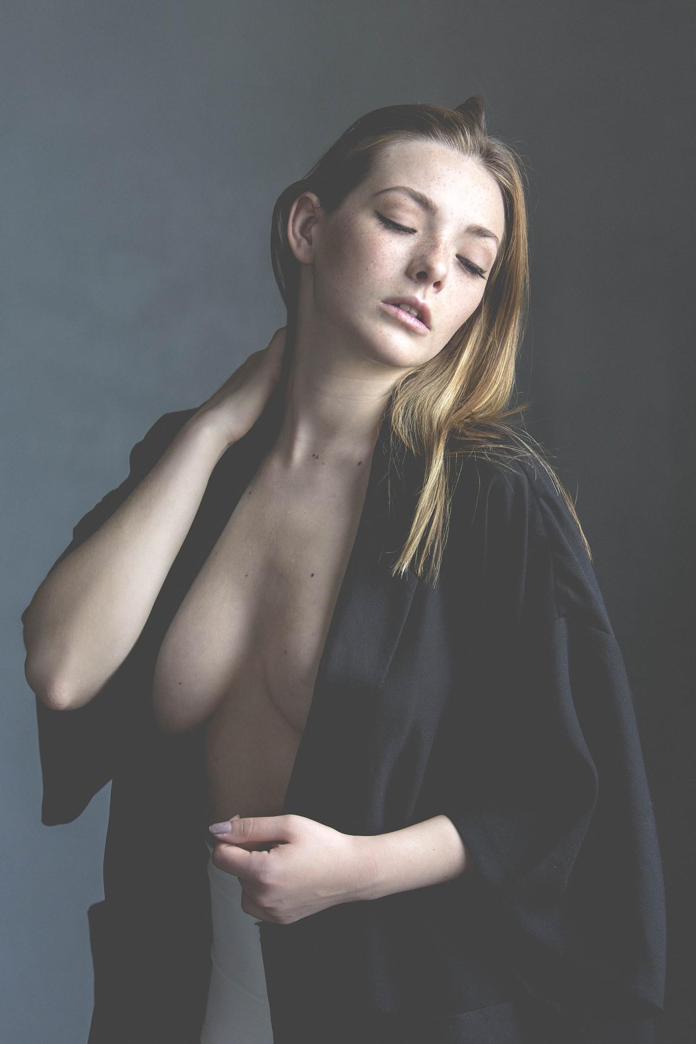 Nackt natürliche große brüste Best porn