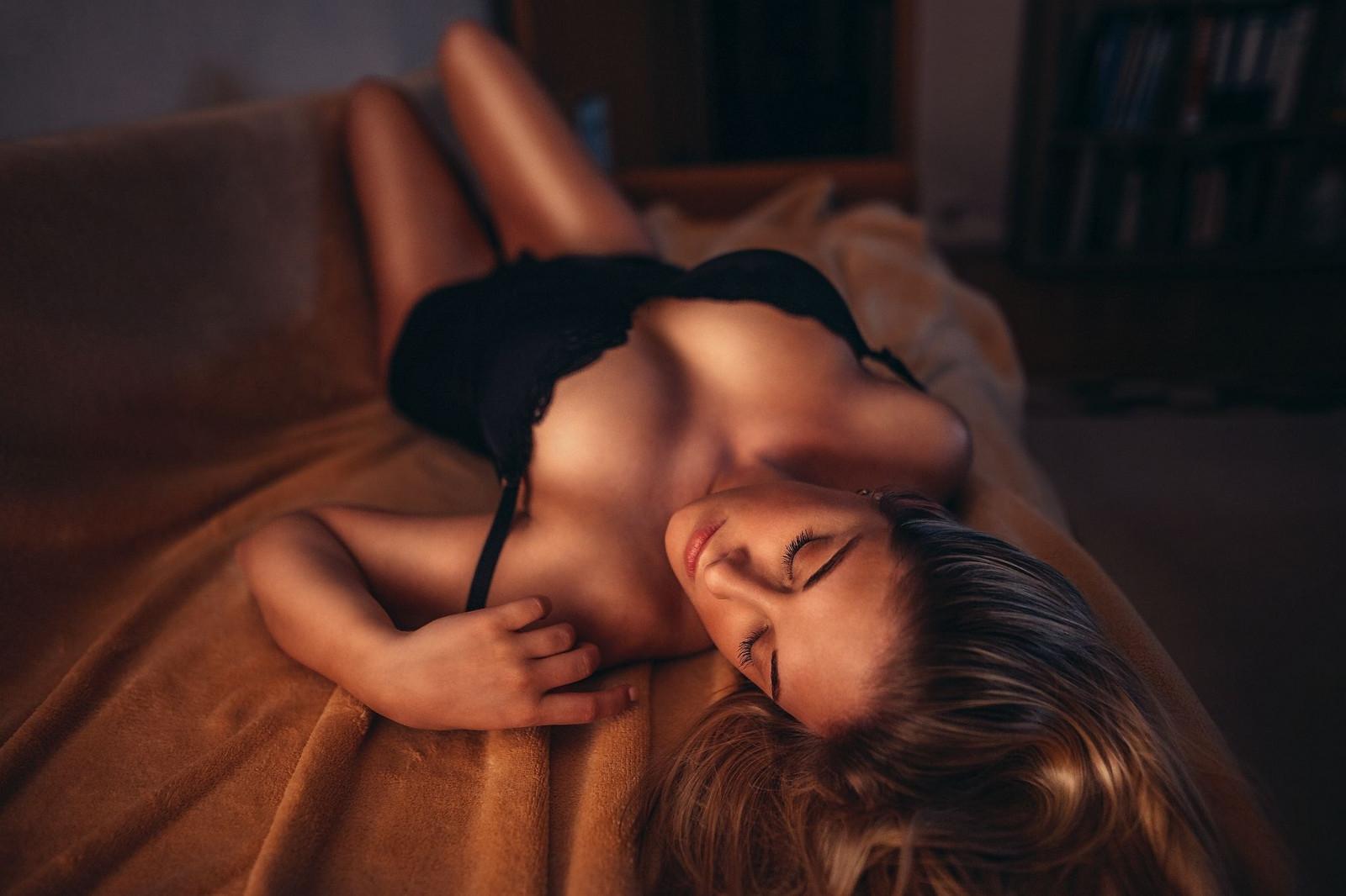 Секс с закрытыми глазами частное, порно девушка подсматривает