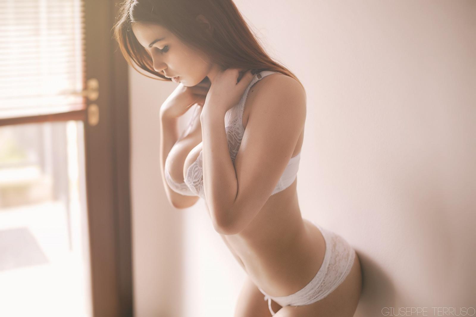 Очень сексапильная девица хочет быть обласканной и оттраханной