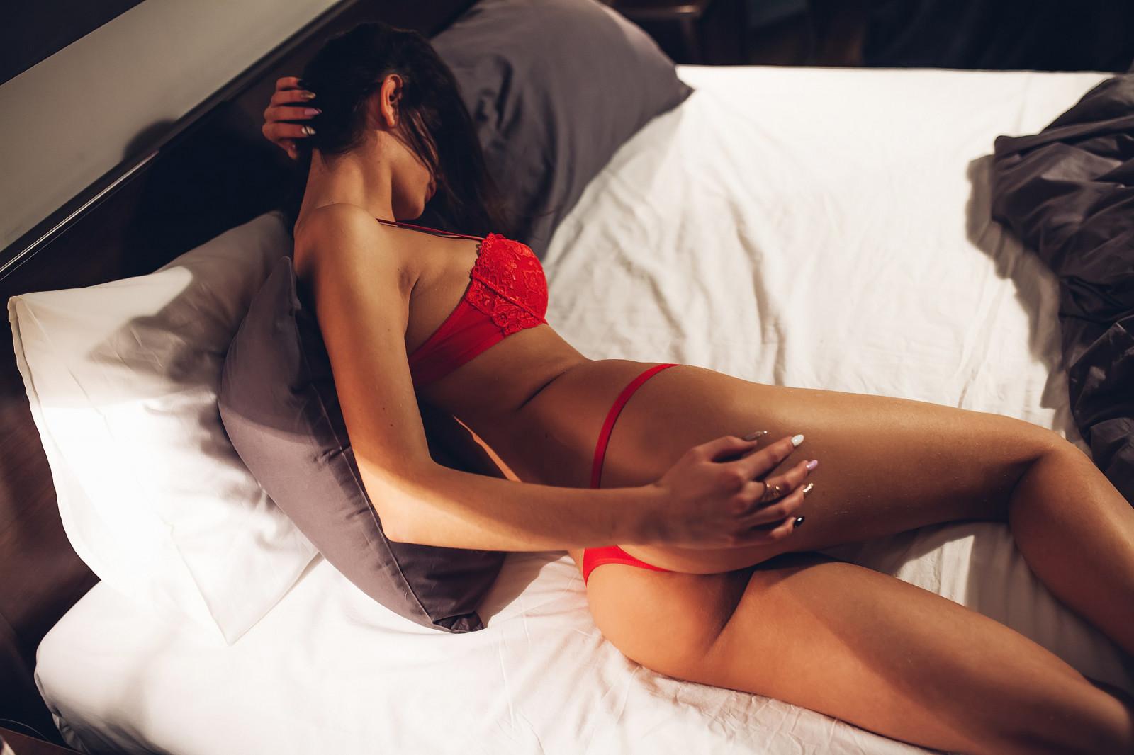 что видео девушки в постели с девушкой нужна для