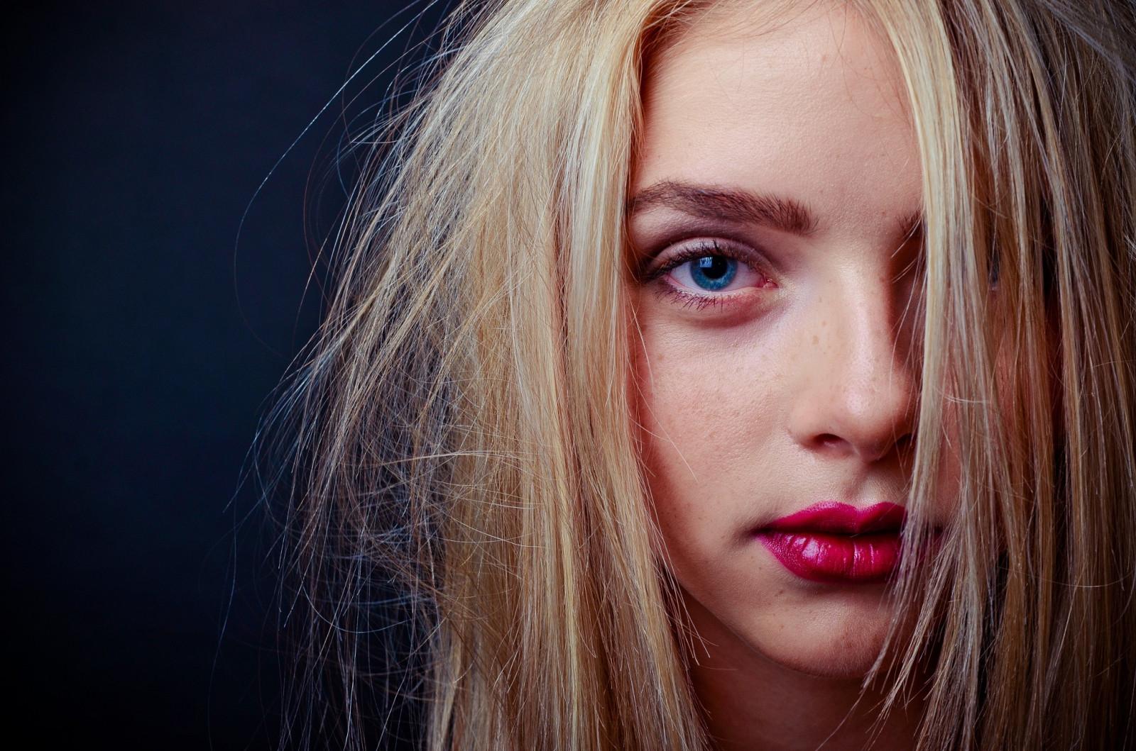 Red Lipstick Brown Hair Blue Eyes: Wallpaper : Face, Women, Model, Blonde, Simple Background