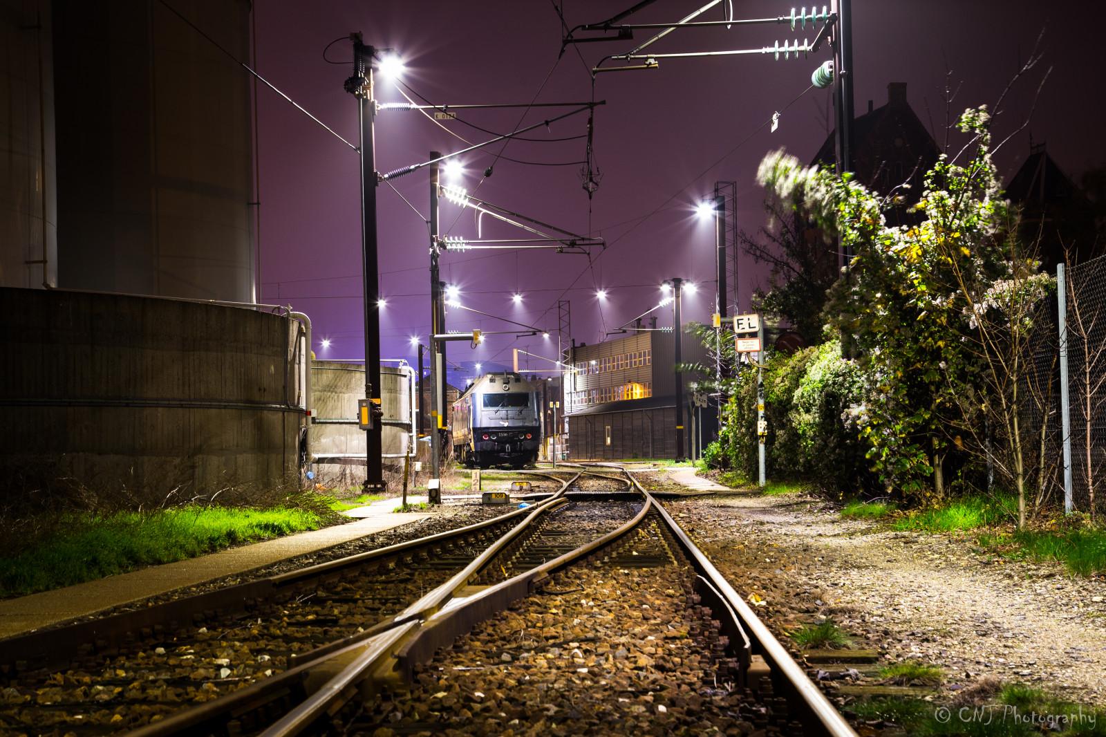 был сделан красивое фото ночные поезда что