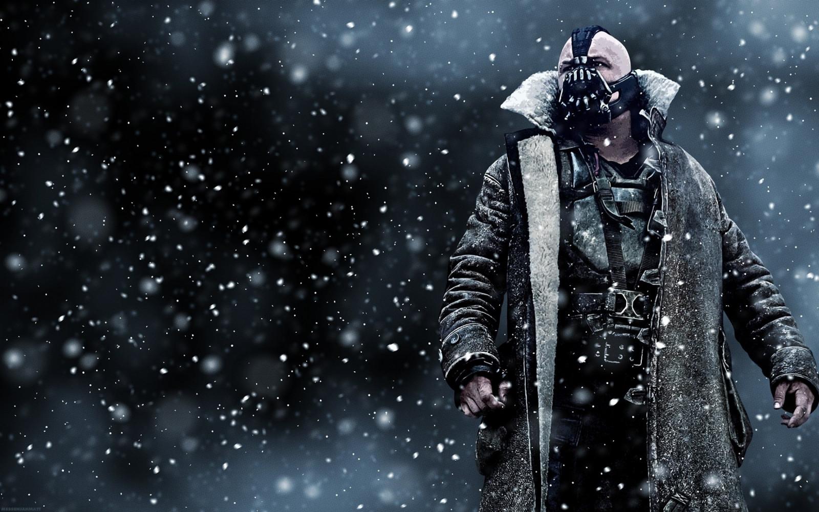 マーベルの魅力的な「バットマン」の悪役ペインが雪が降っている
