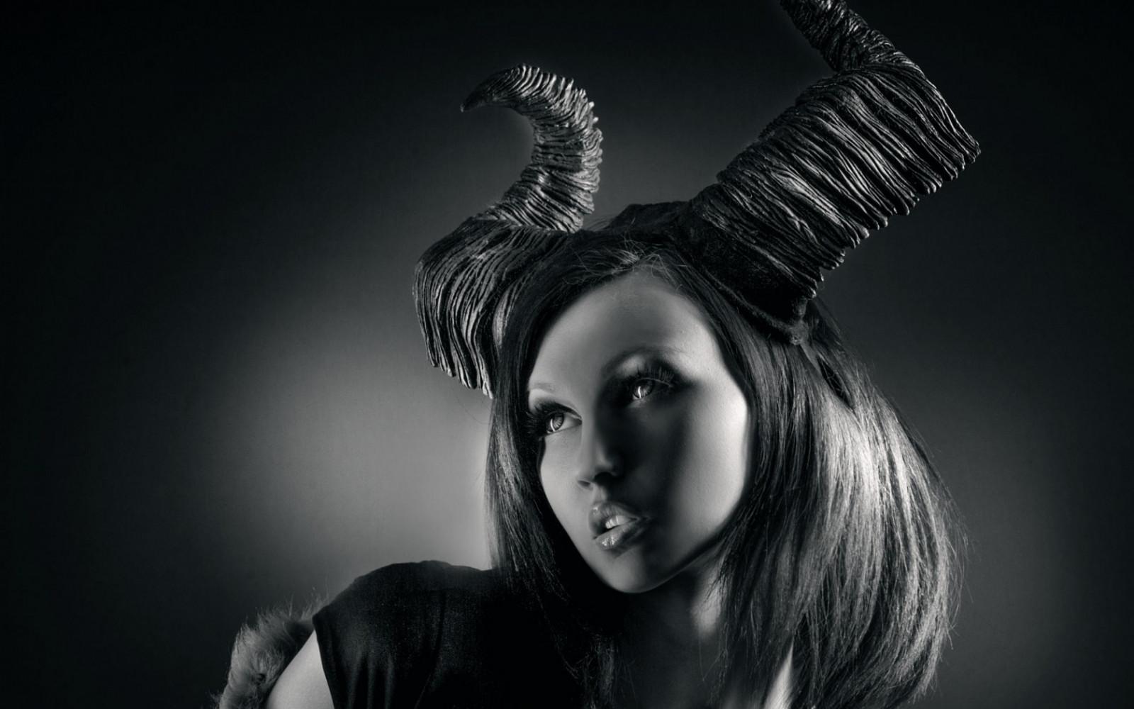 Картинки девушка дьявол красивые, открытку воцапе