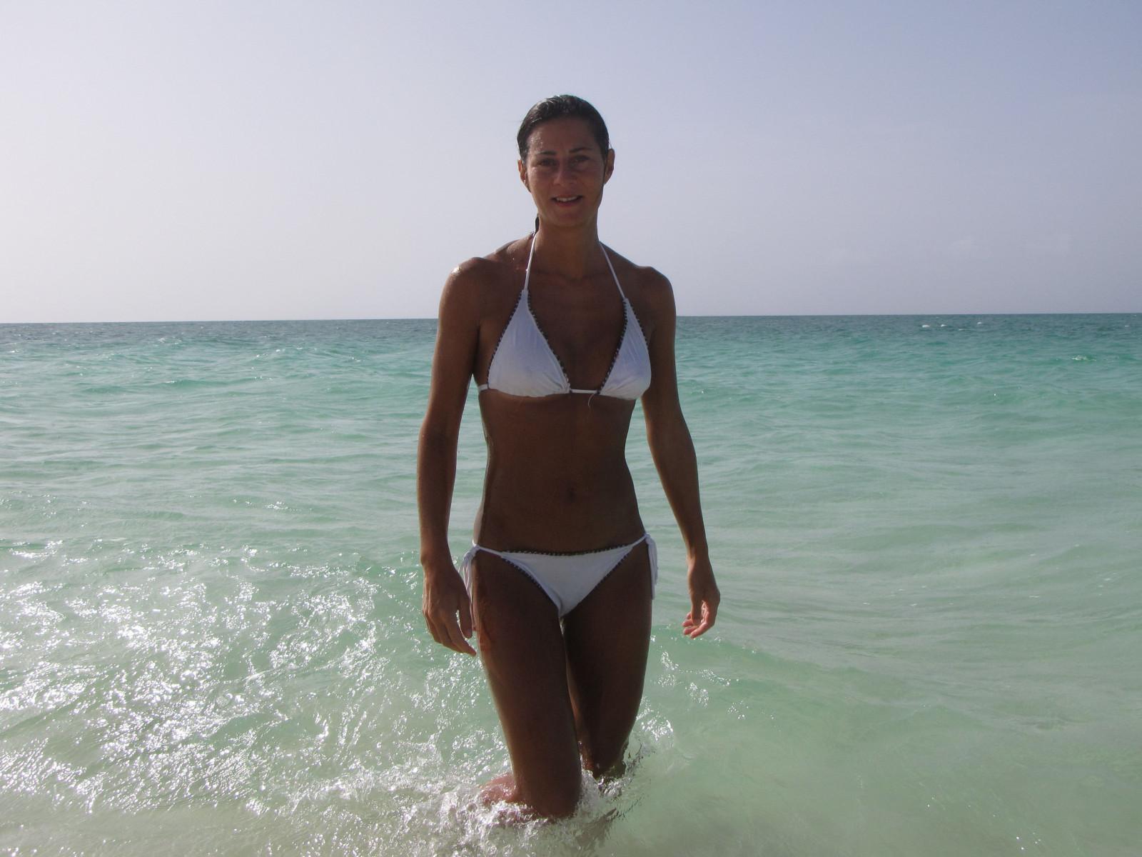 Sfondi mare acqua sabbia cielo pantaloncini spiaggia turismo estate bikini cameltoe - Costumi da bagno ragazza ...