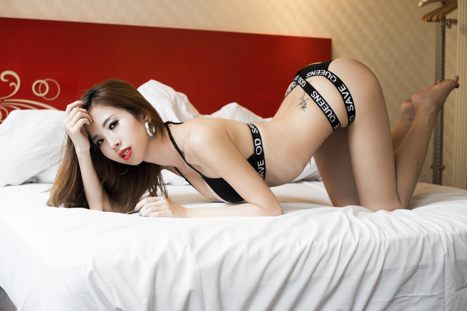 Китаянка в стрингах — 14