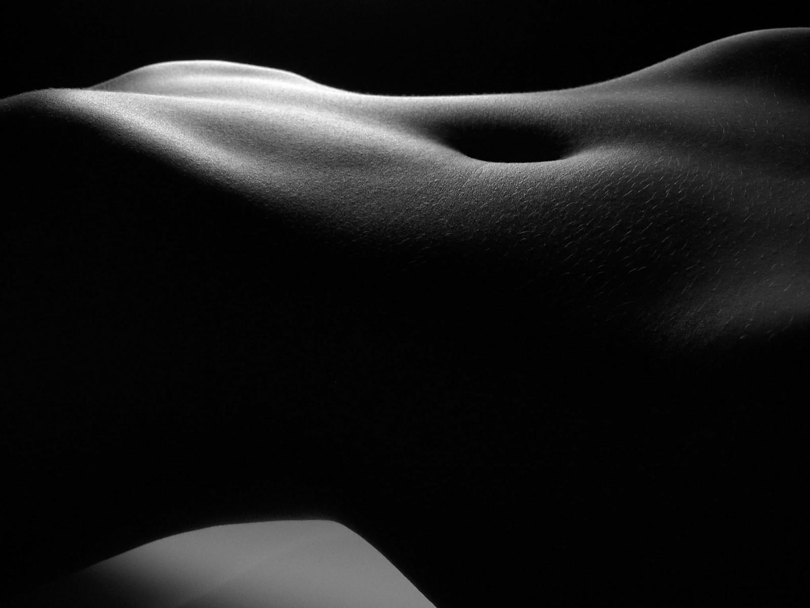 черно-белая фотография женского тела если его включаю