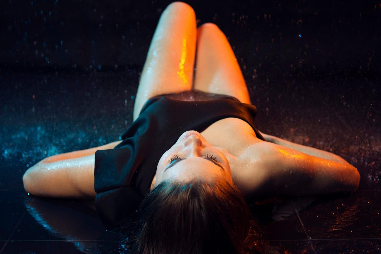 υγρή κορίτσια Κατάμαυρος/η κλανιάρης πορνό