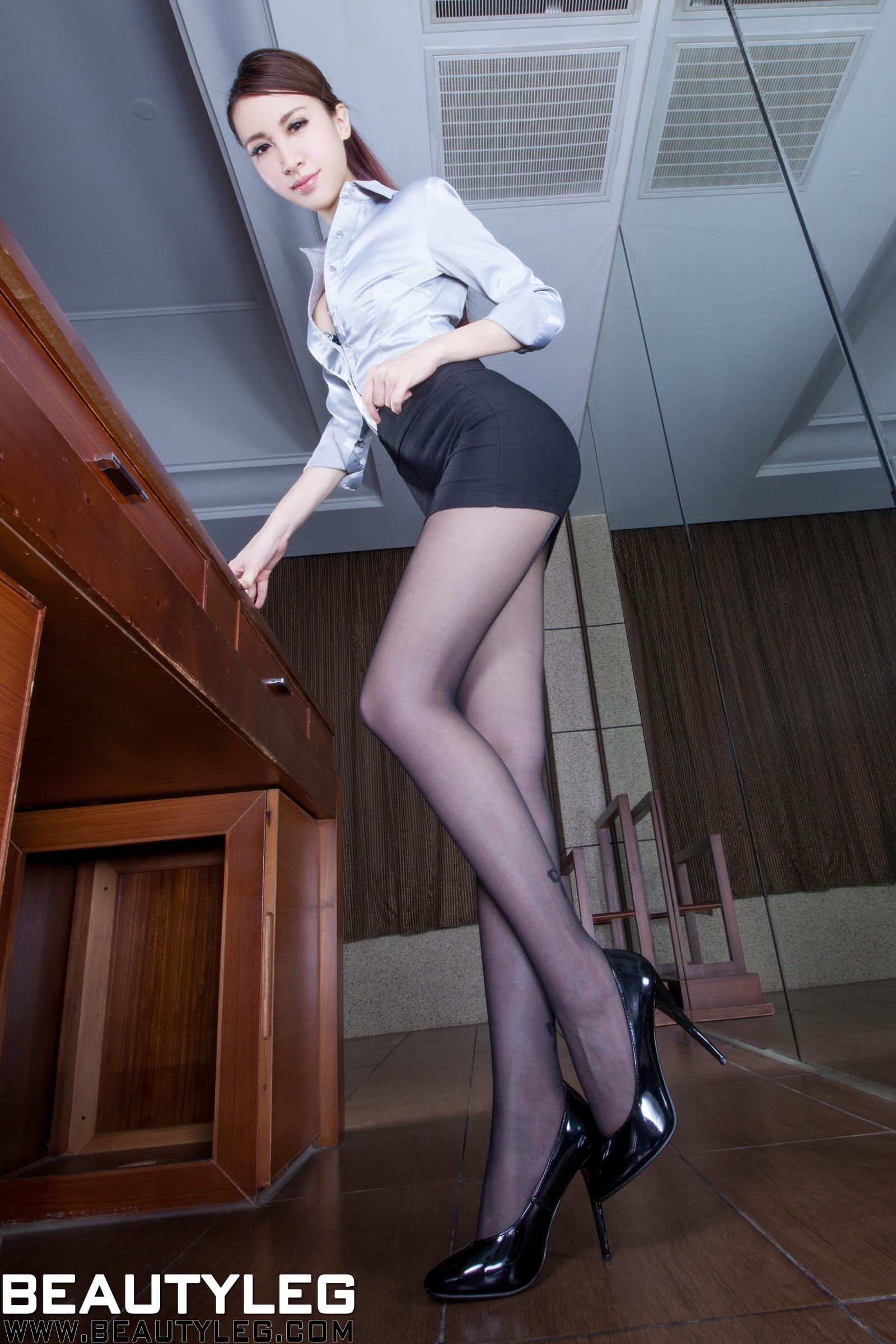 Deutsche Skinny Blonde in Nylons genagelt