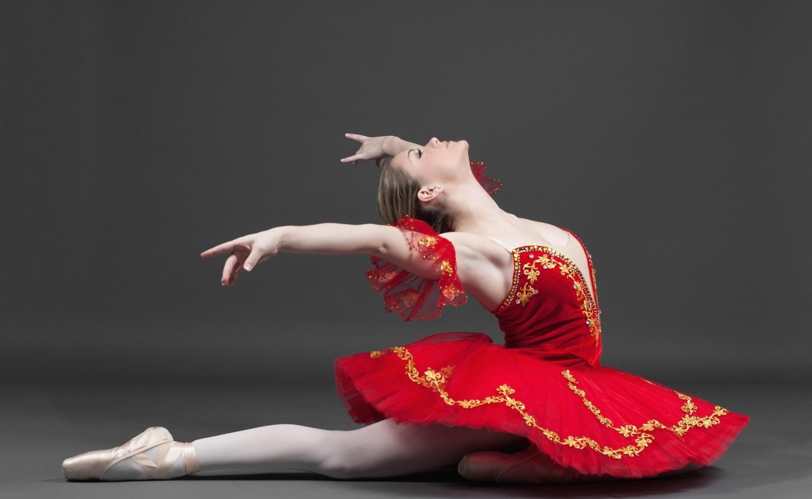 Картинка с балериной, надписью обиделся