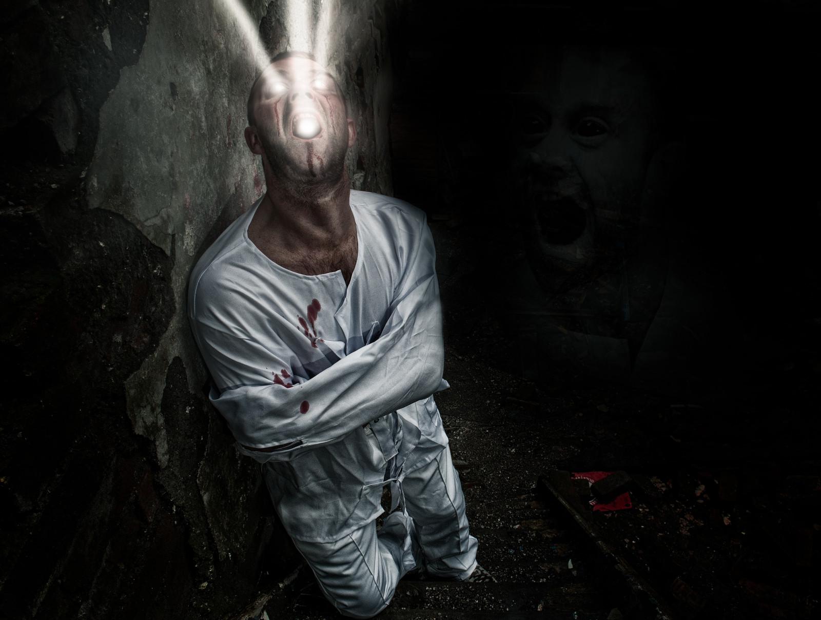 karanlıkta insanlar resim ile ilgili görsel sonucu
