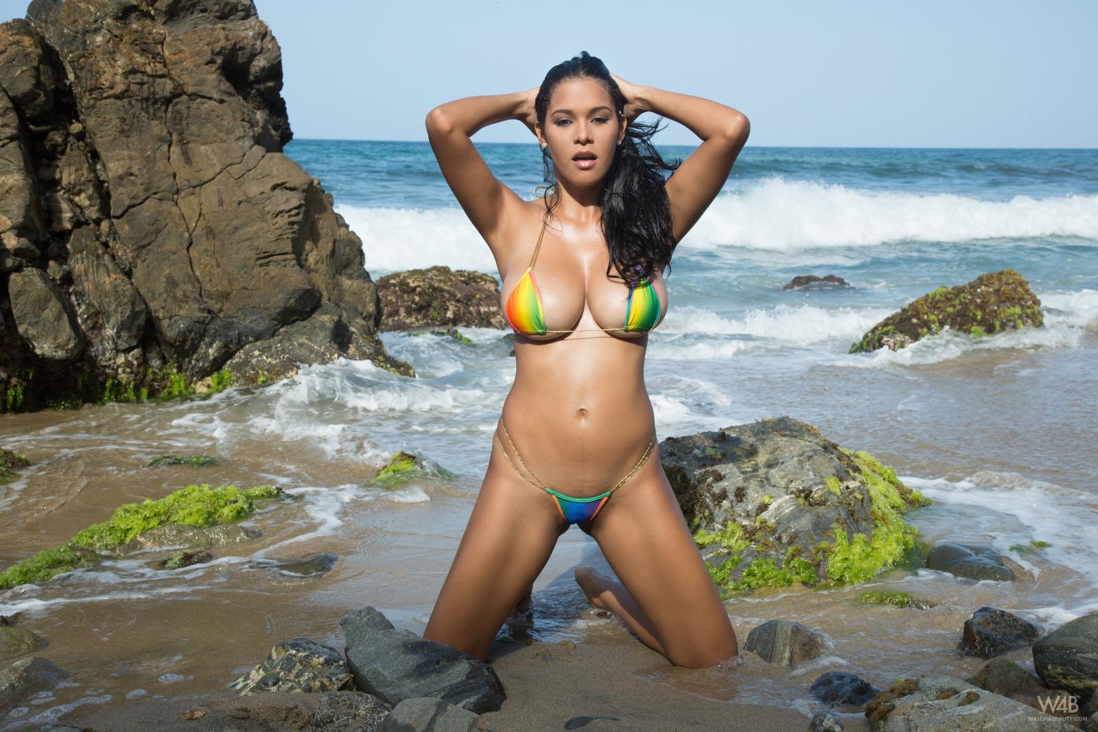 Латинки бикини модели на пляжах фото