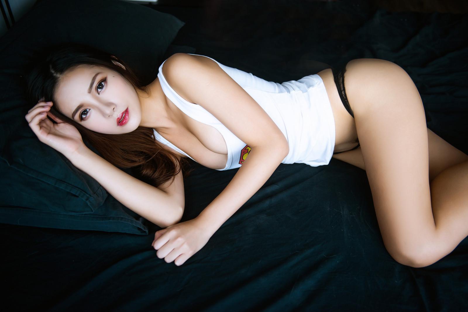 Asian model photo galleries, lynda carter naked gifs