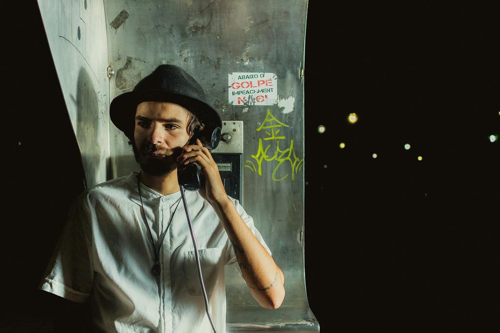 Sfondi Telefono Pubblico Ritratto Uomo Cappello Notte Luci