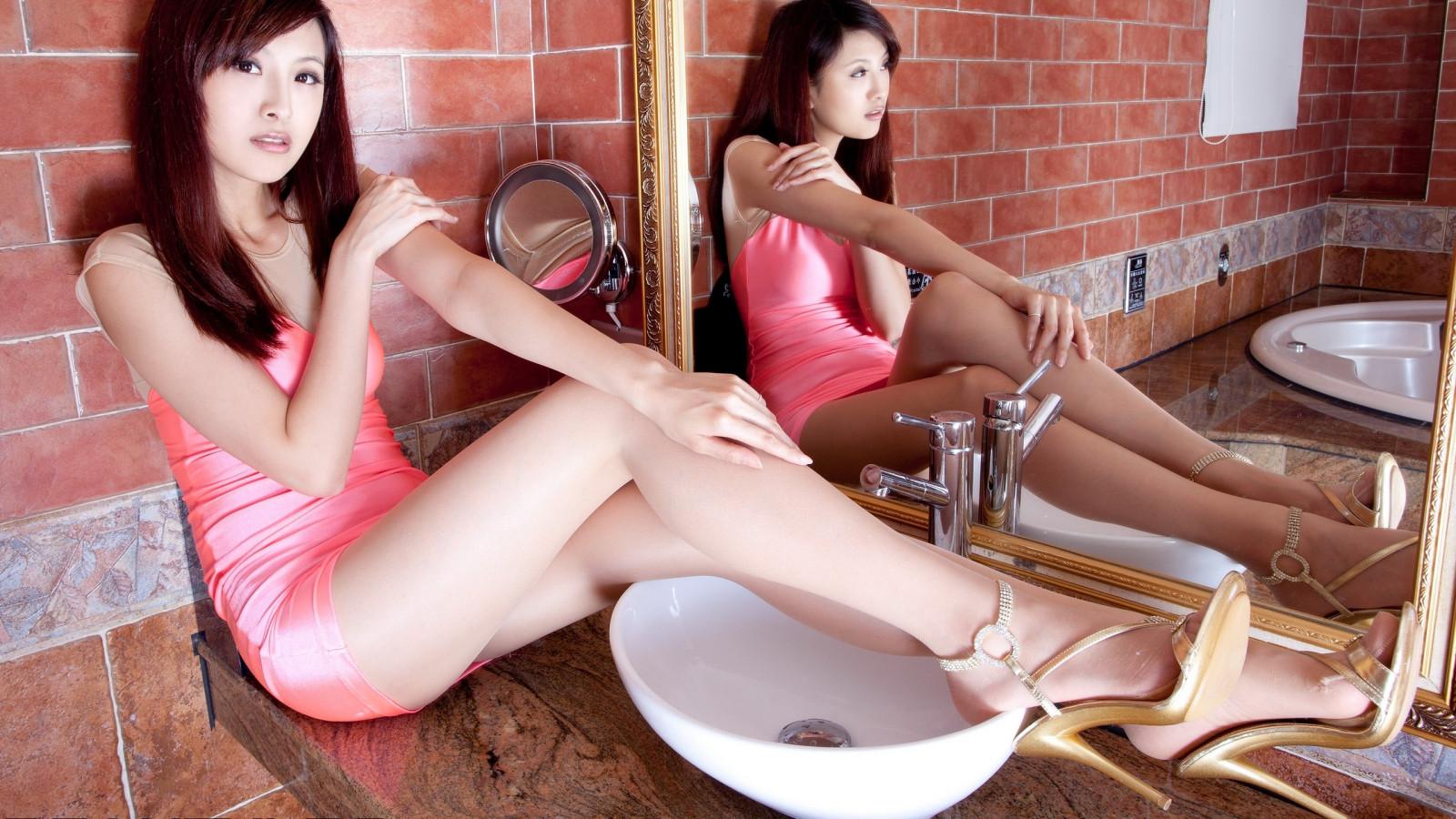 японочки показывают ножки фото высокого качества думая