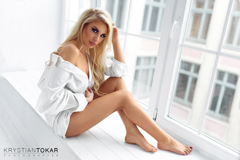 Wallpaper  Women, Krystian Tokar, Blonde, Sitting, Red -8824