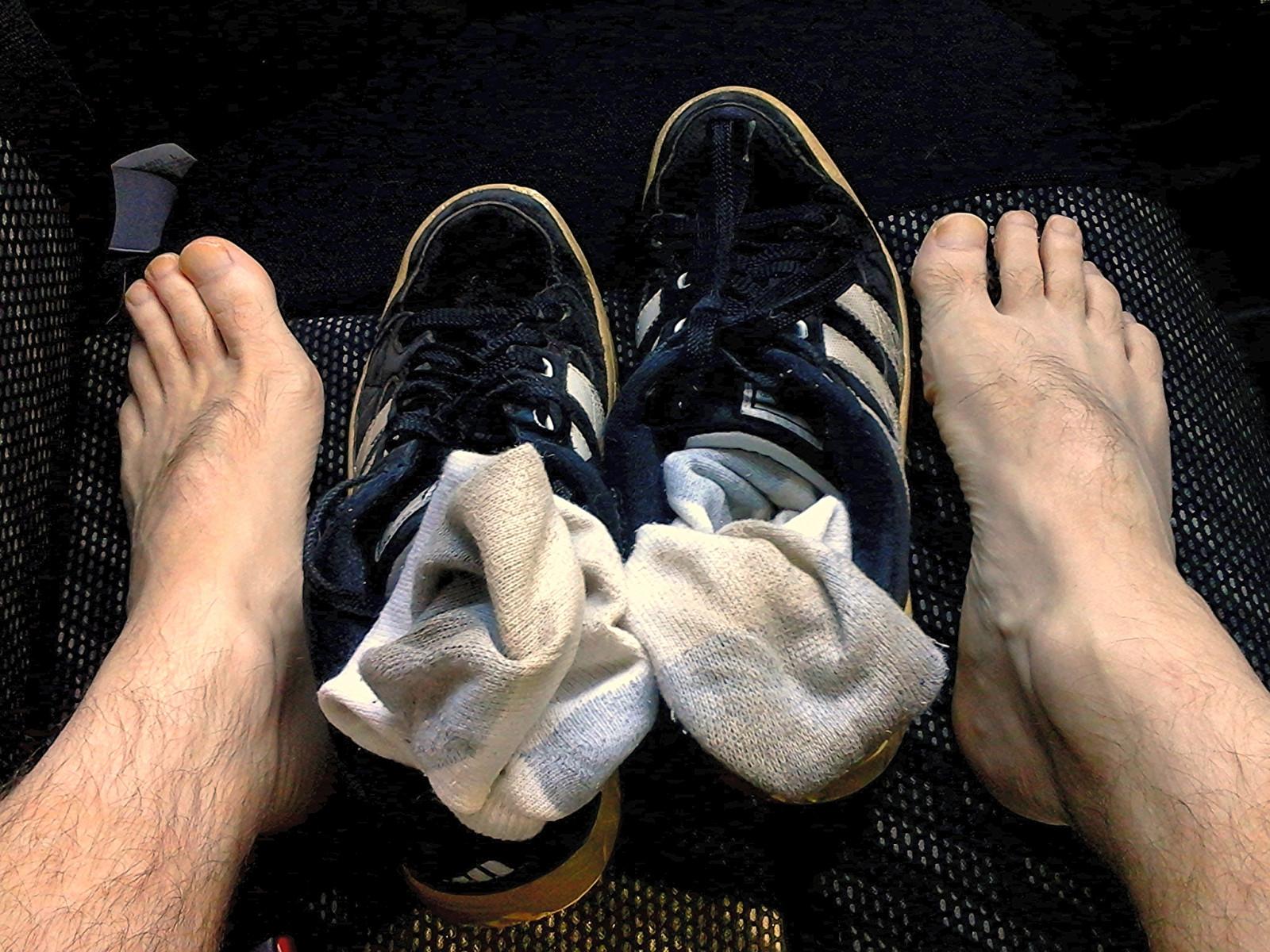 Fondos de pantalla : blanco, calcetines, Pies, zapatillas, sucio ...
