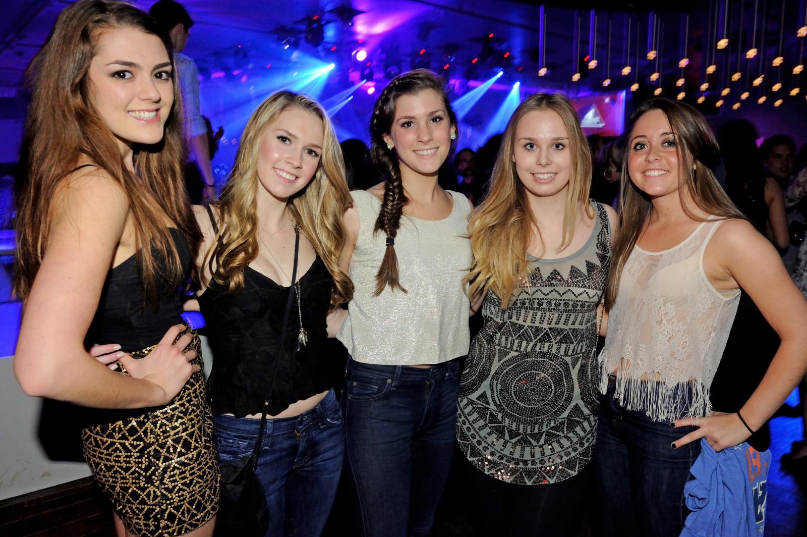 club chicas pecho