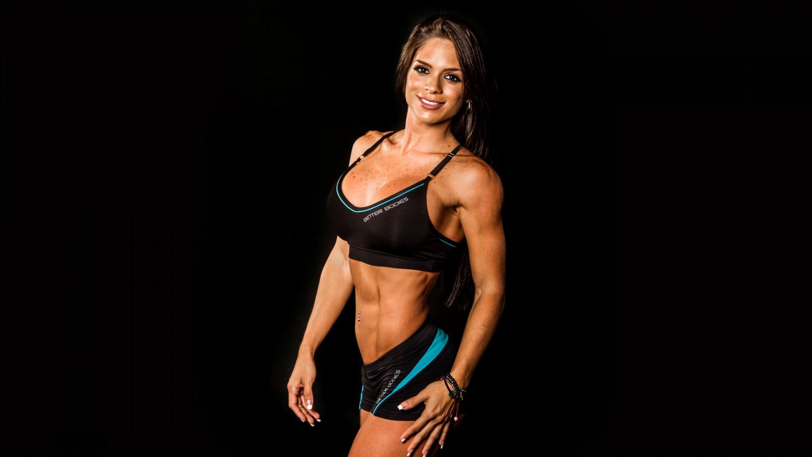 Модели фитнес бикини девушки бюстом
