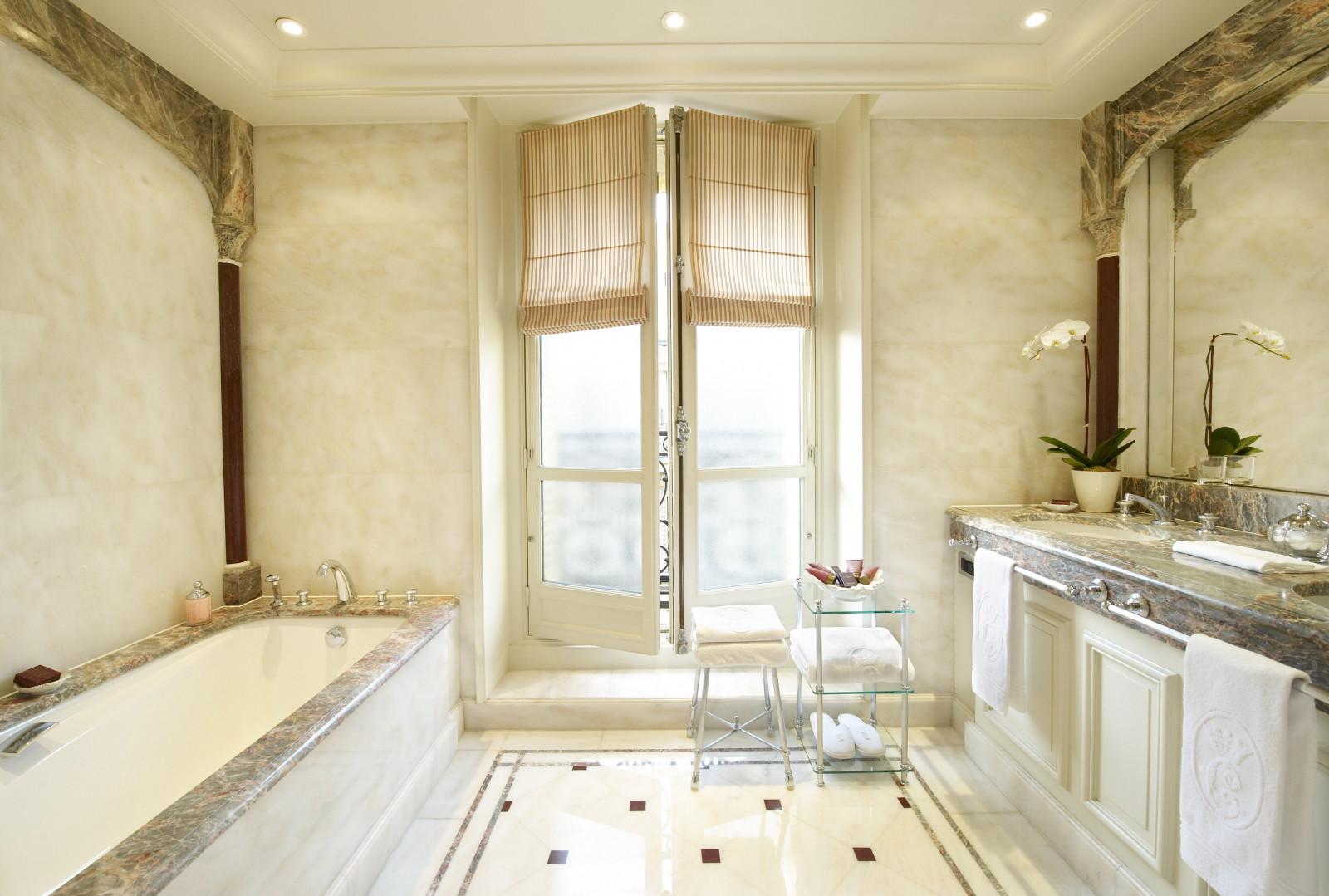 Windows White Paris France Bathroom Design Interior Palace Clean Bathtub Ious Marble Elegant Decor Majestic Luxury