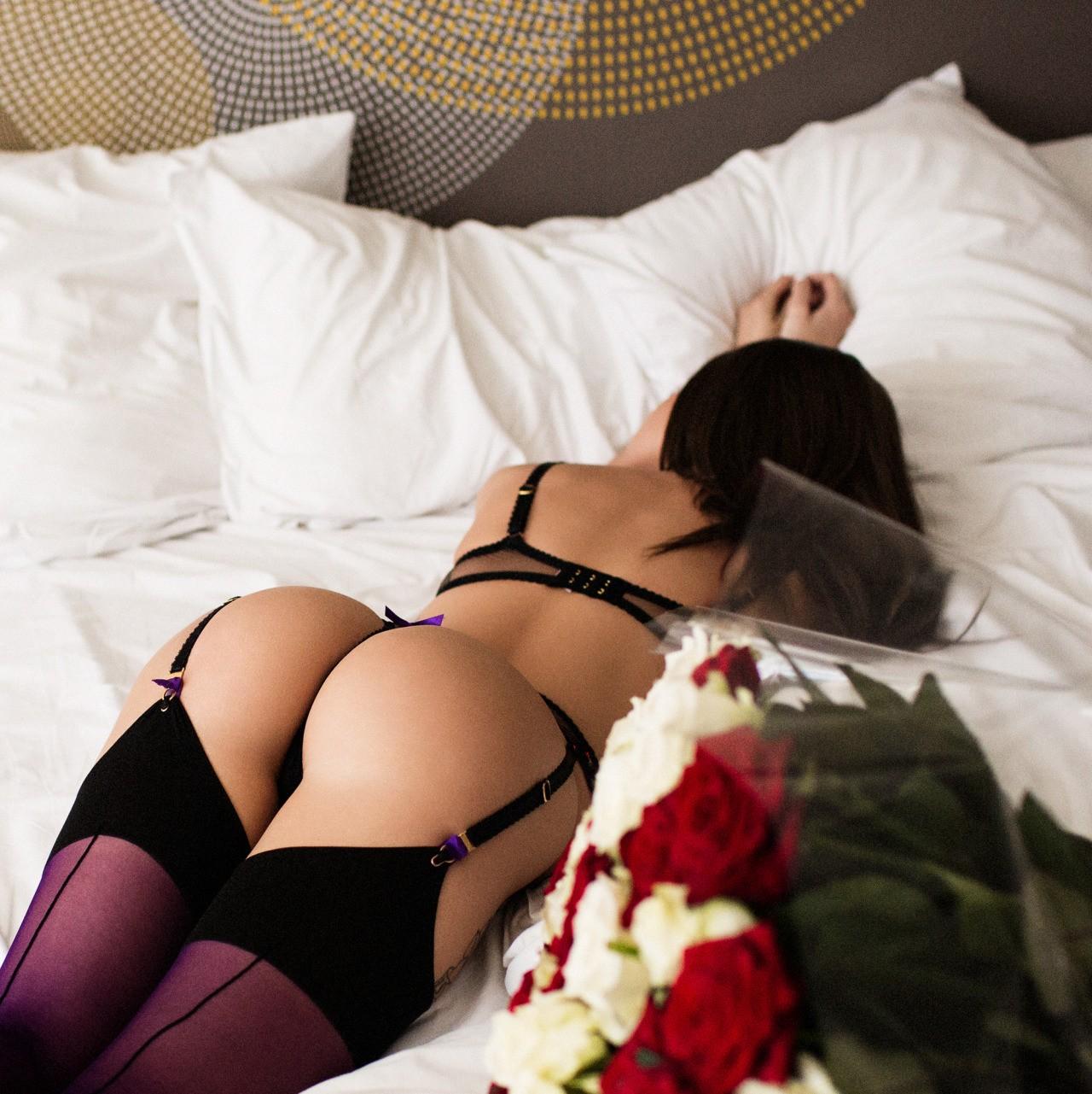 Девушки в эротичной одежде с красивыми жопами