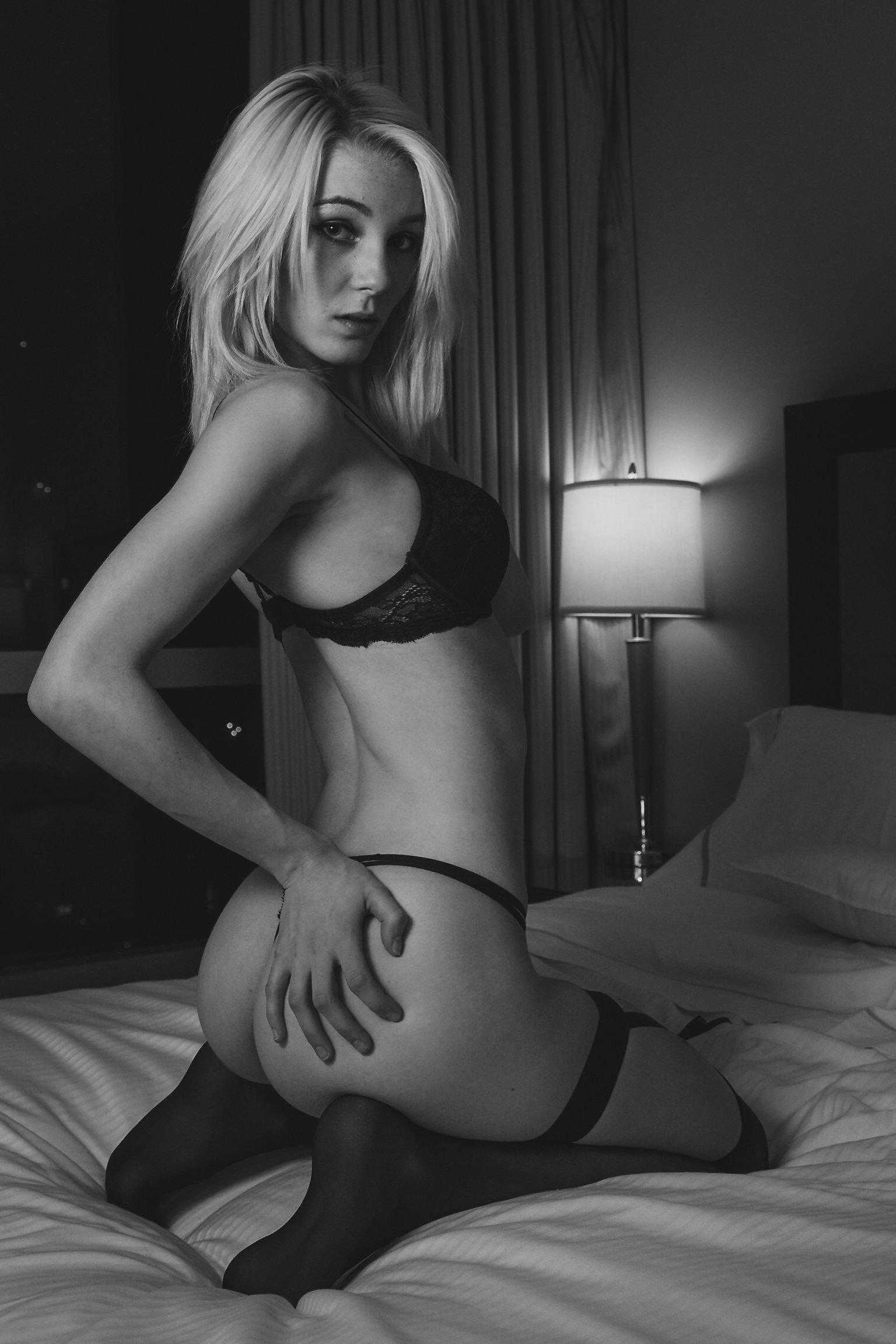 Wallpaper : stpeach, blonde, monochrome, ass grab, bra