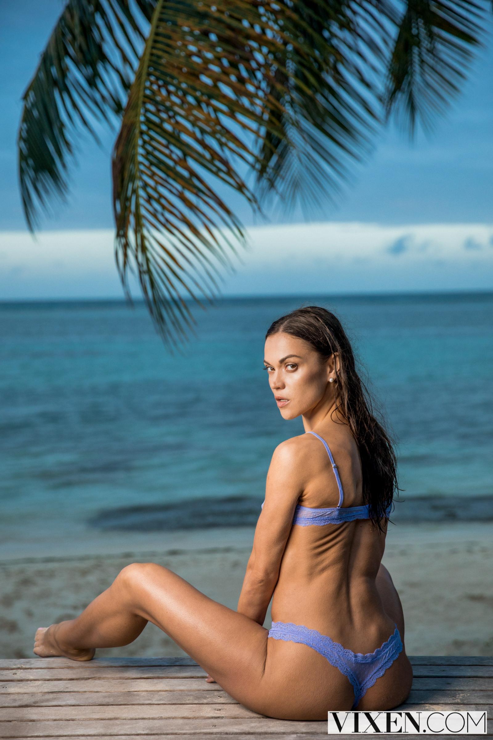 wallpaper   alyssa reece  women outdoors  women on beach
