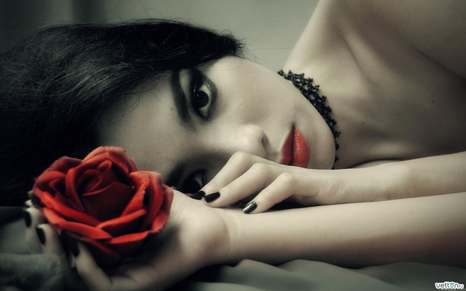 fond d u0026 39  u00e9cran   visage  noir  femmes  maquette  fond simple  fleurs  amour  ongles peints  la