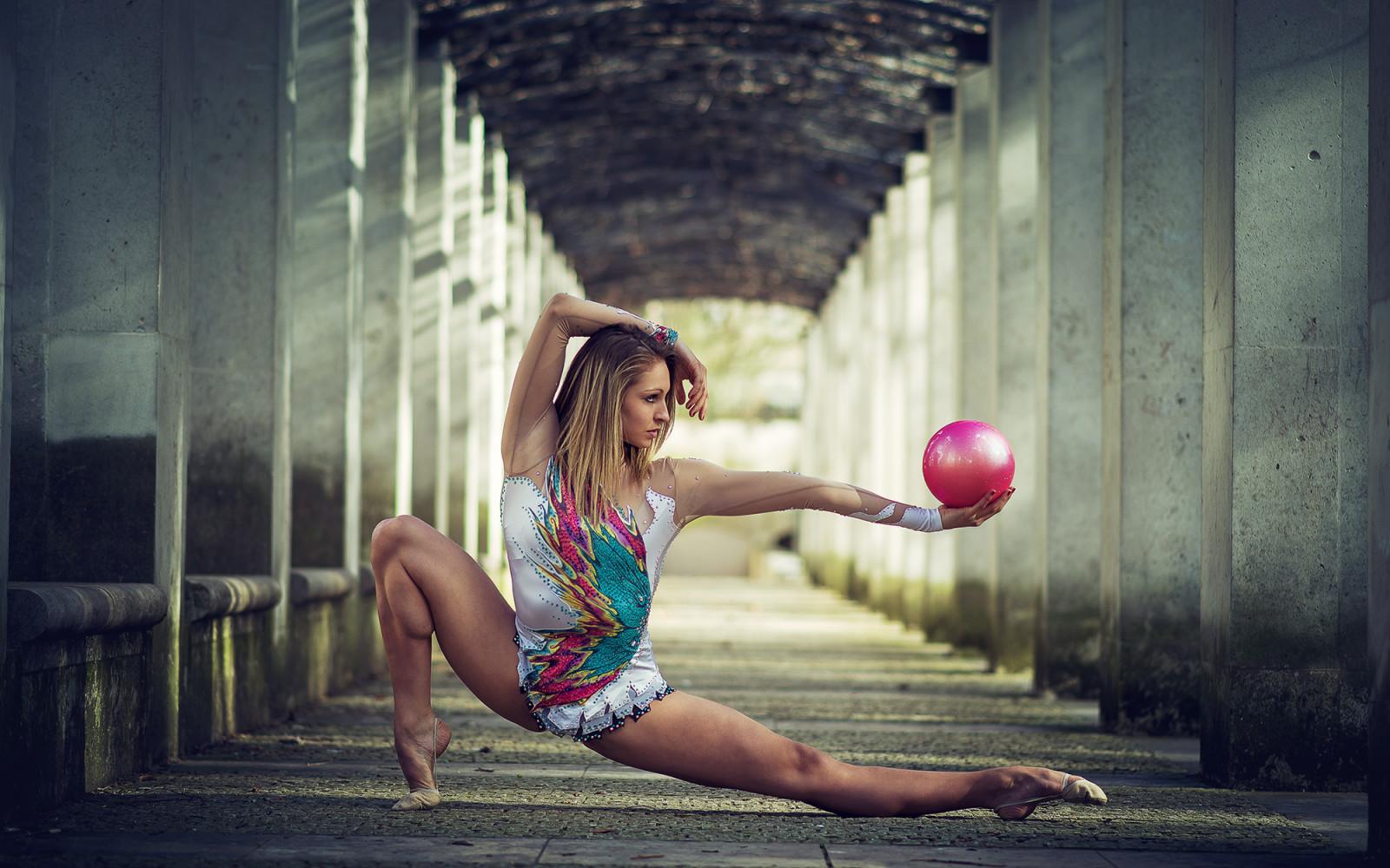 foto-gimnastka-foto-na-ulitse