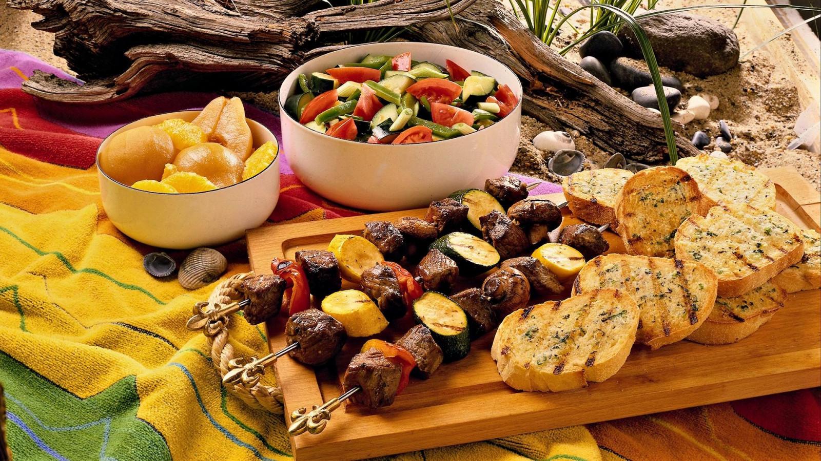 Черногорская кухня основана на натуральных продуктах, питательна и полезна