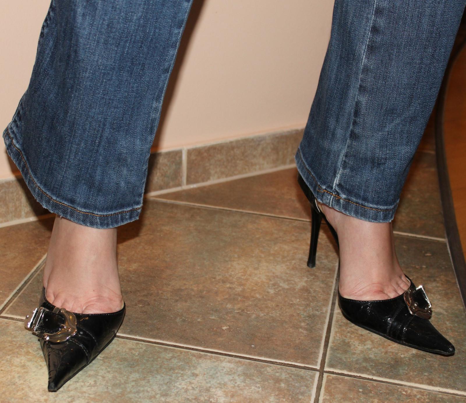 Cum Under High Heel Shoe