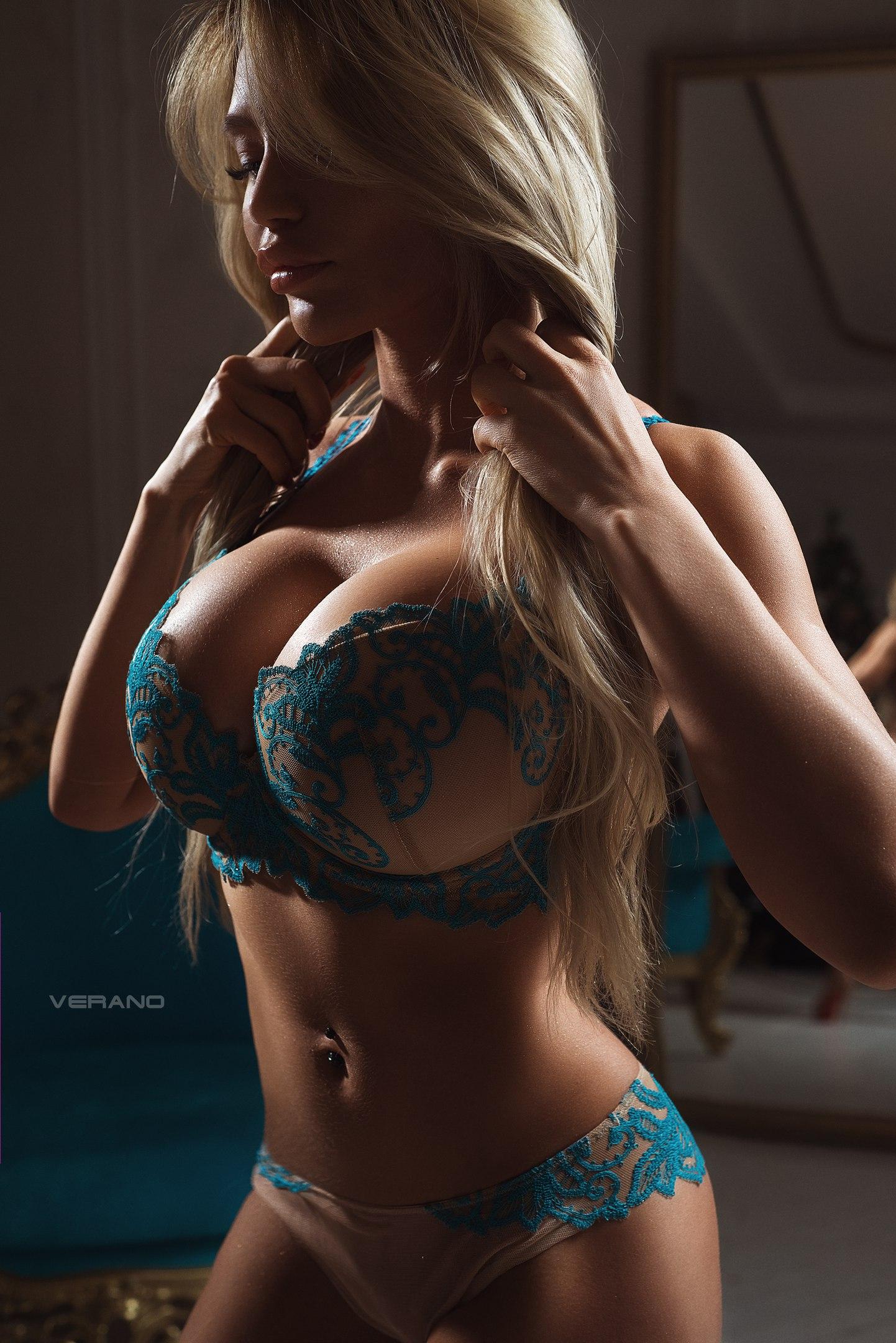 Blond Große Brüste