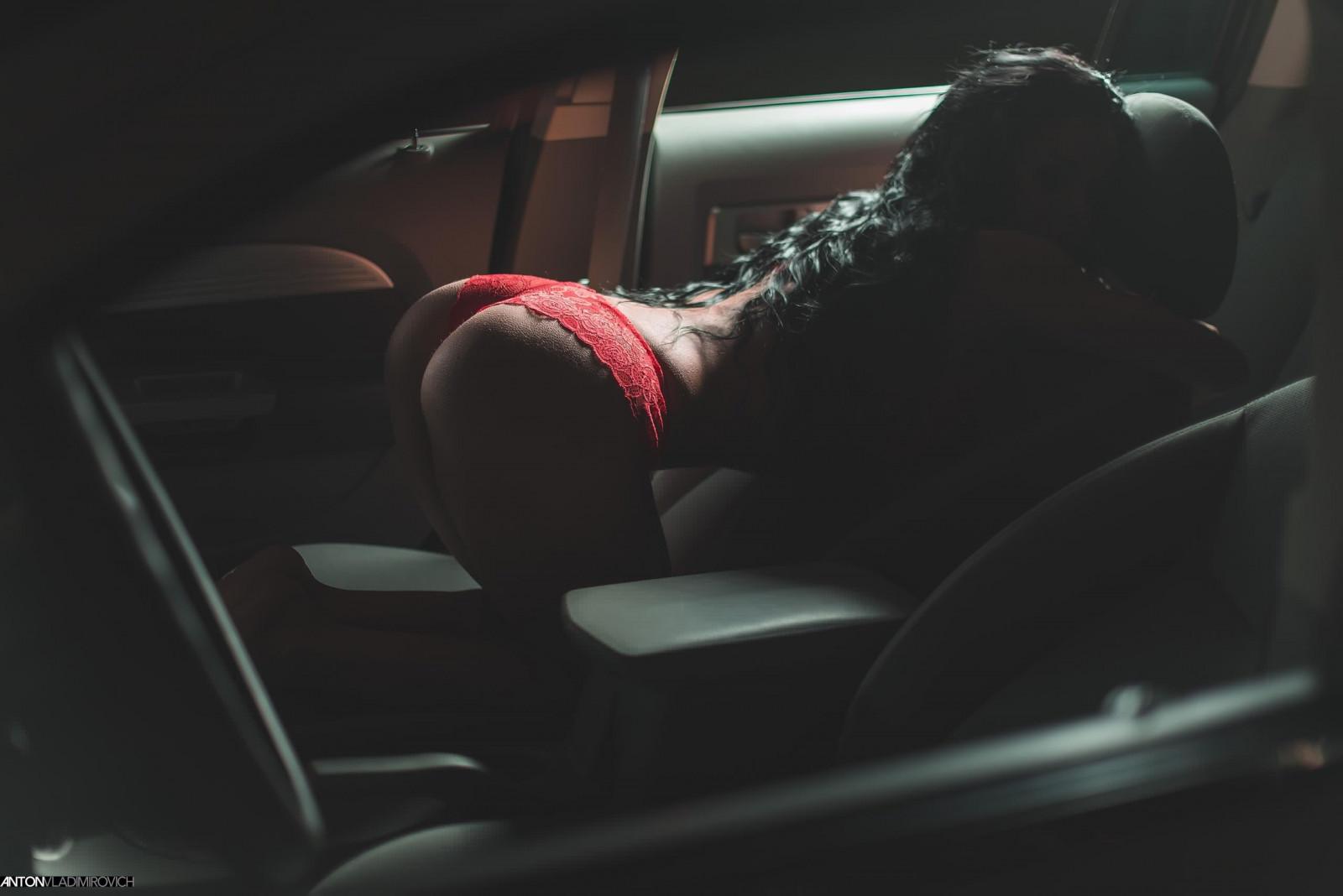 Порно фильм где мужик кончает телка смеется