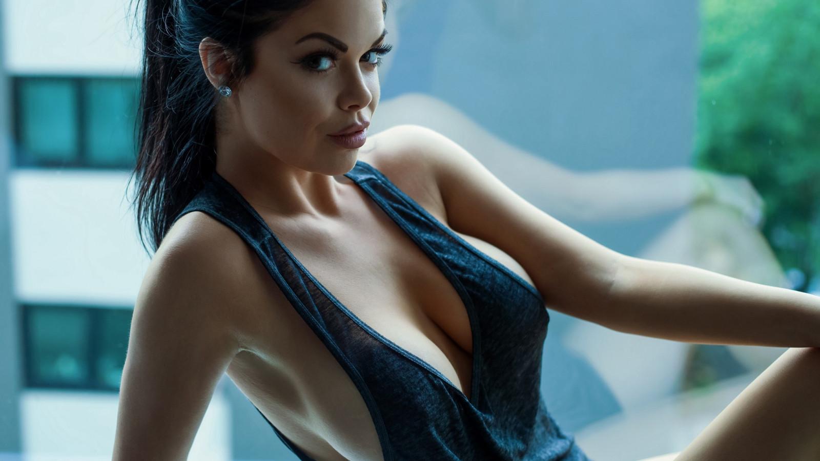 Hot girl no top