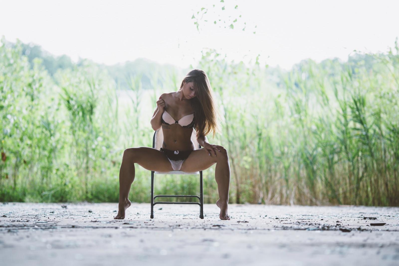 для девушка на стуле раздвинула ноги фото хотела