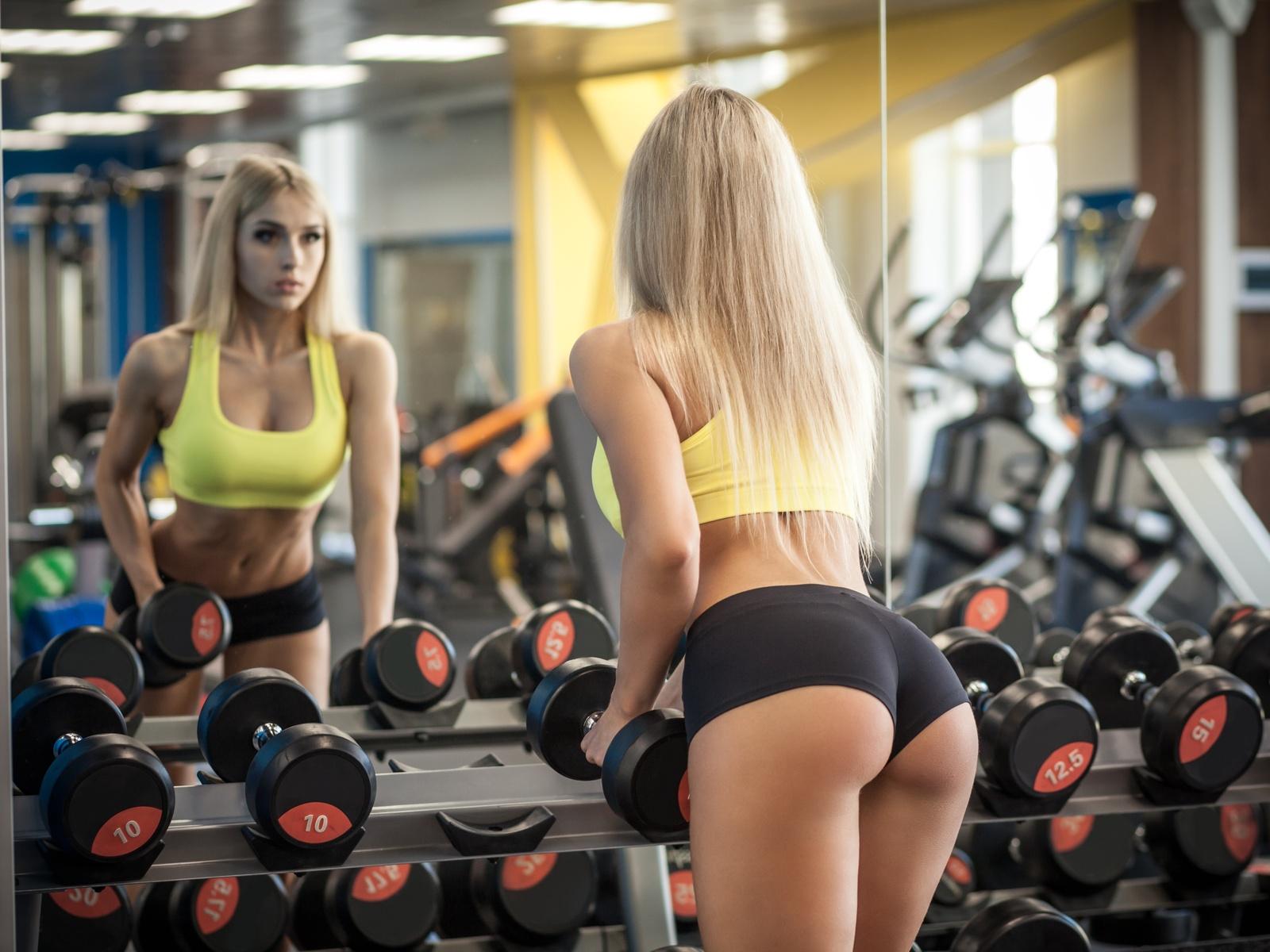sex-image-sexy-gym-ass-sucking