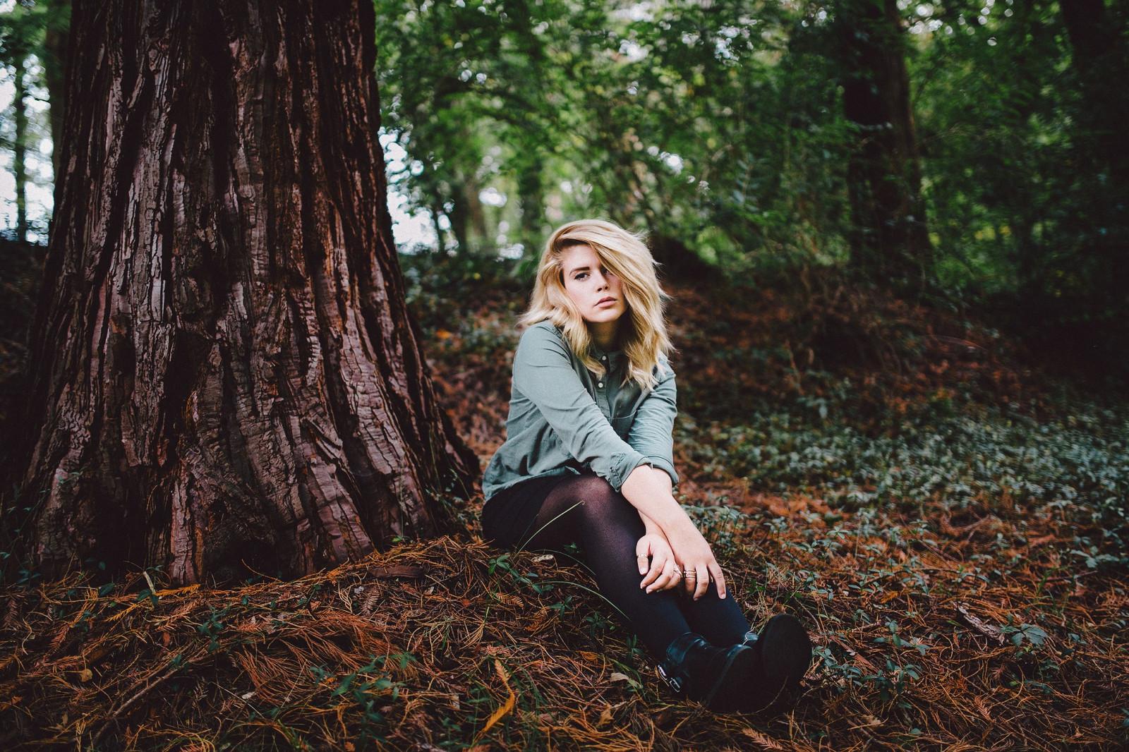 #1074078 sunlight, forest, women outdoors, model, portrait