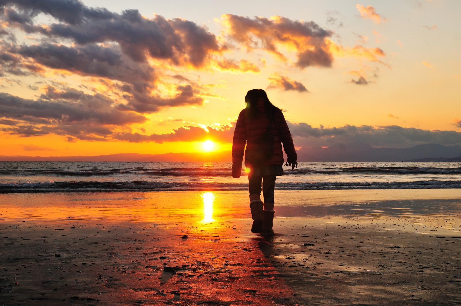 Wallpaper : sea, beach, light, sunset, people, walk, alone ...