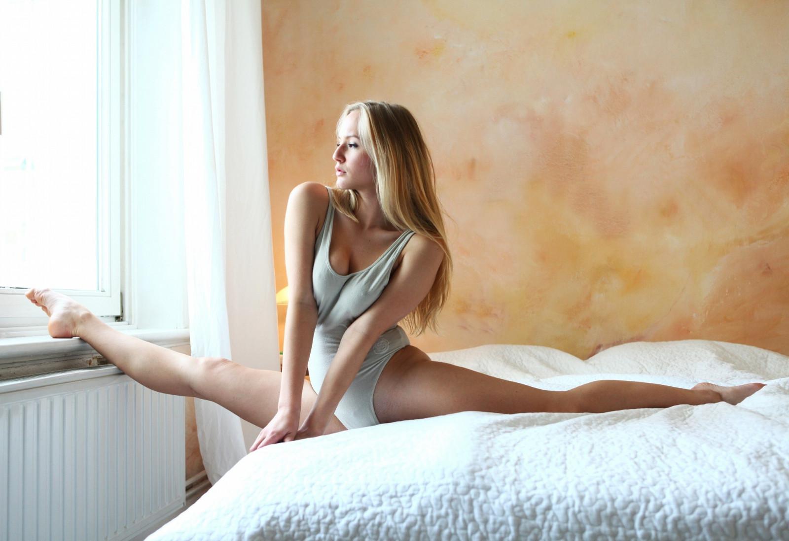 картинки красивых девушек раздвинувшие ноги