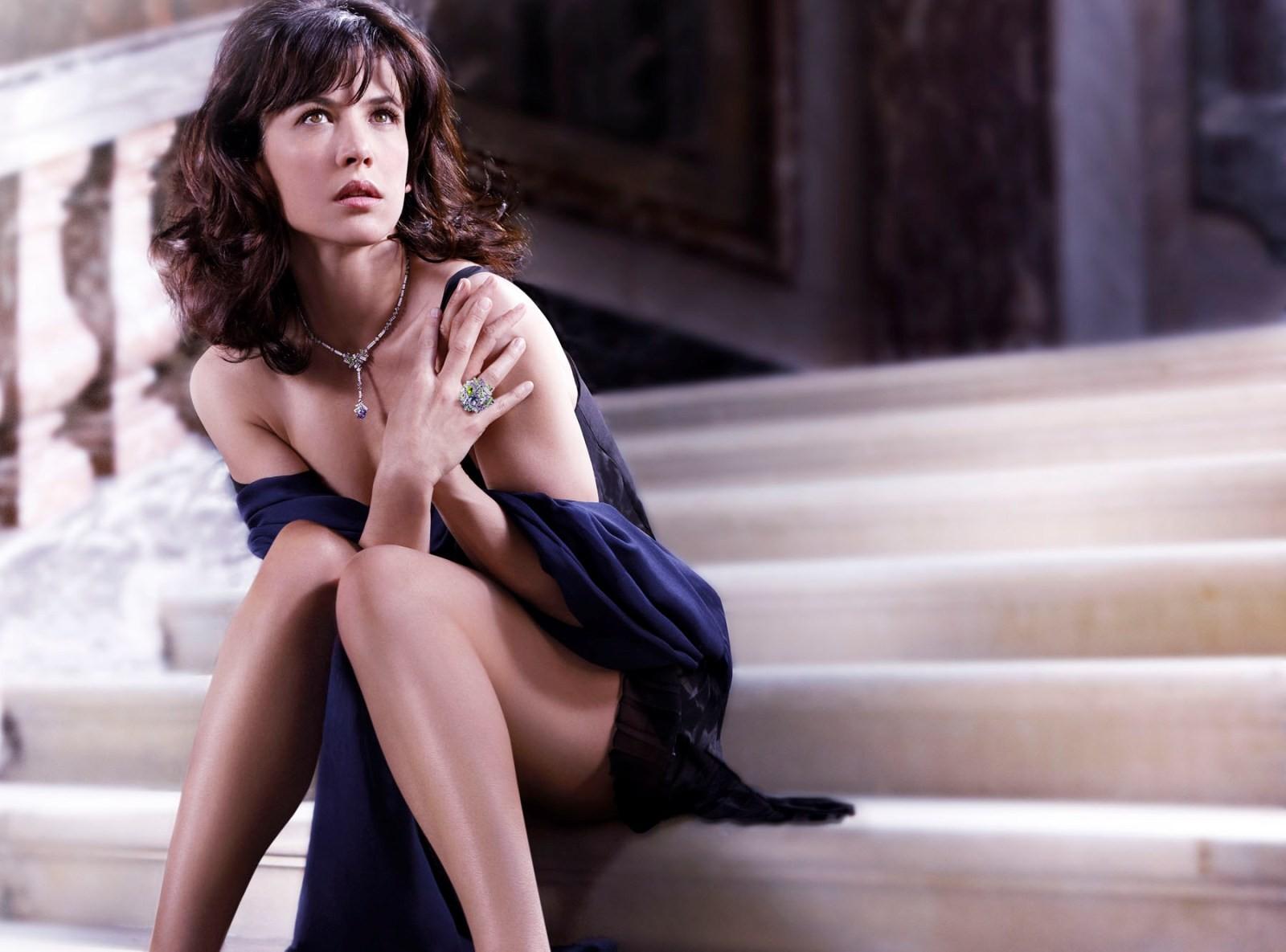 садится верхом топ сексуальные французские актрисы отправляют