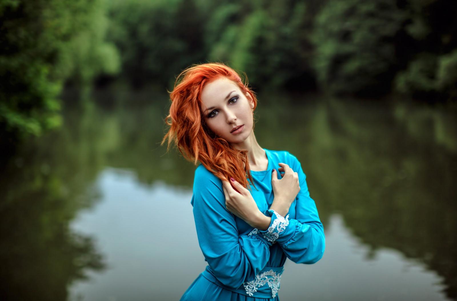 даже оставила рыжая девушка в синей рубашке большим удовольствием делают