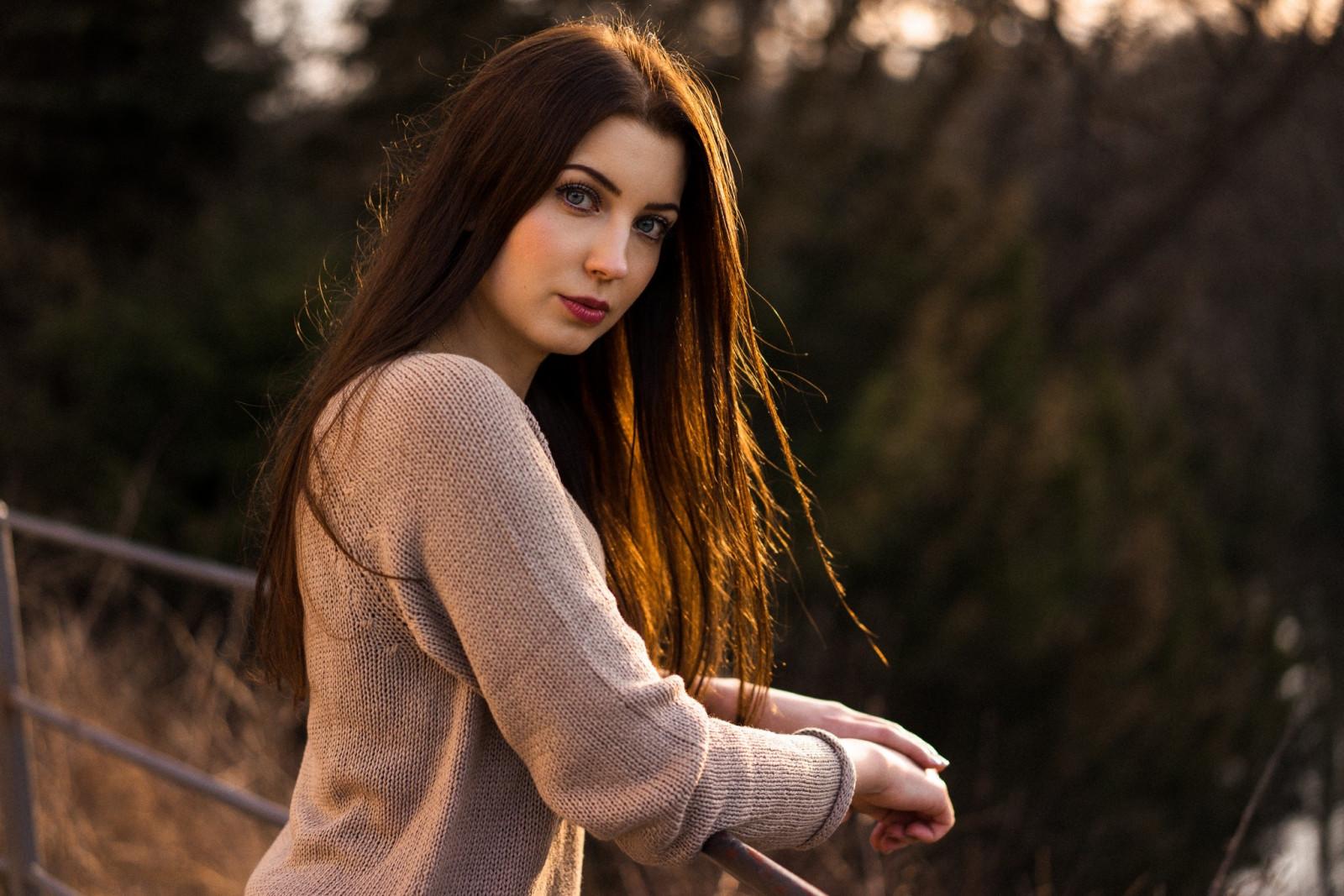 Фото девушек с тёмно каштановыми волосами