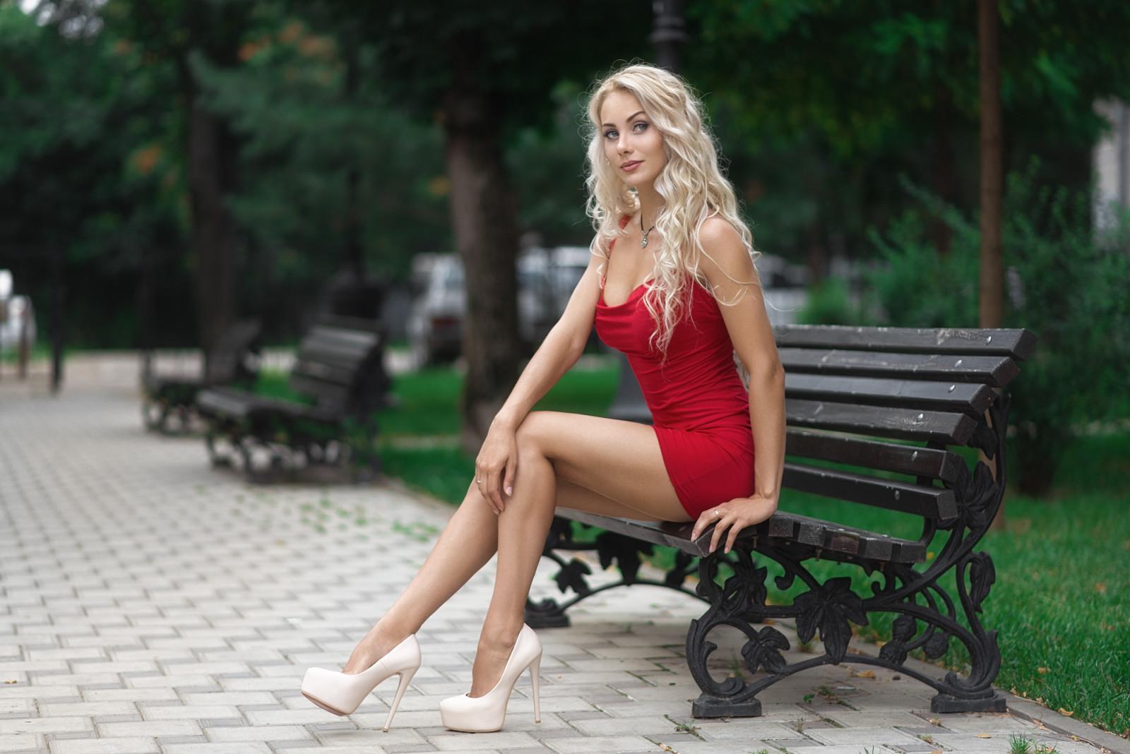 красная блондинка из днепра сюда подтверждаете