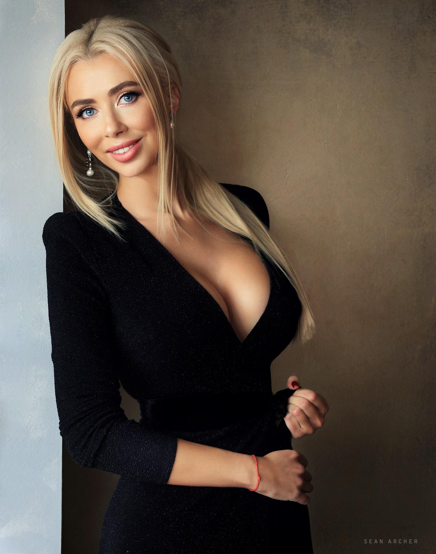 hintergrundbilder : blond, modell-, schwarzes kleid, lange