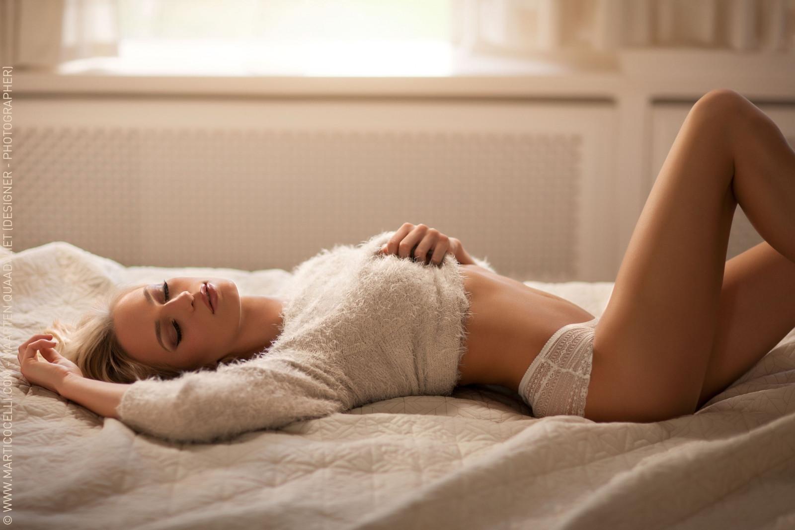 девушки в белых шортиках в постели фото было, что
